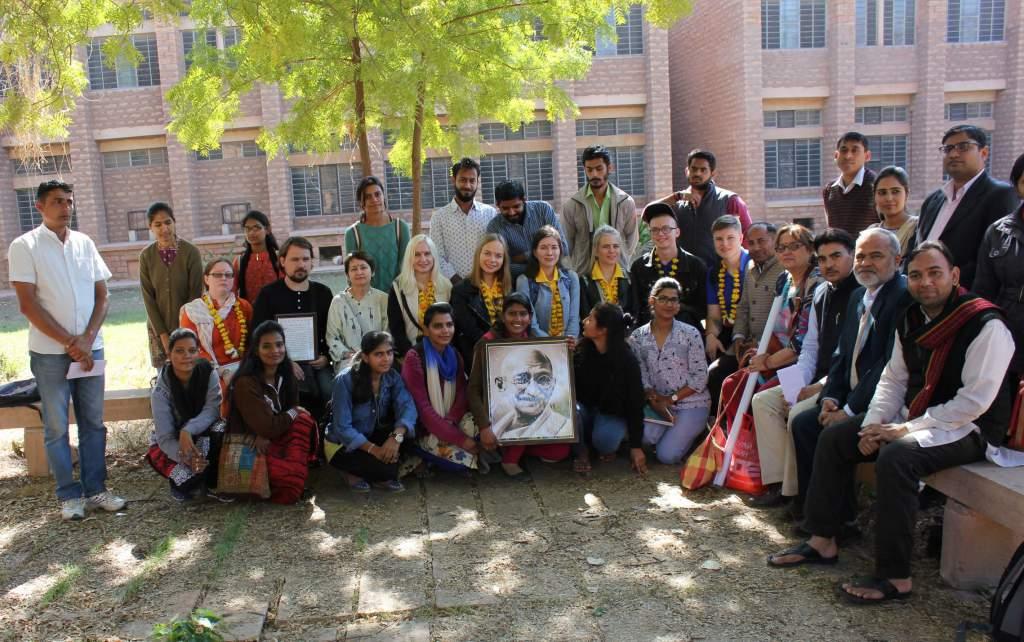 делегация РГГУ и студенты кафедры хинди Джодхпурского университета.jpg